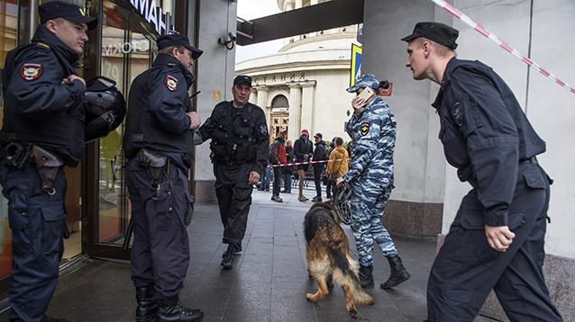 """Подростки узнали из СМИ о """"телефонном терроре"""", стали подражать - их задержали"""