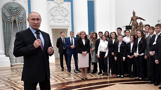 """Путин пообещал через """"небольшое время"""" отменить службу по призыву"""