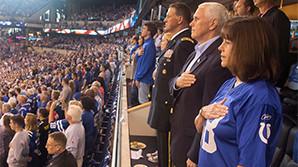 Вице-президент США демонстративно покинул матч NFL, обвинив футболистов в неуважении к стране