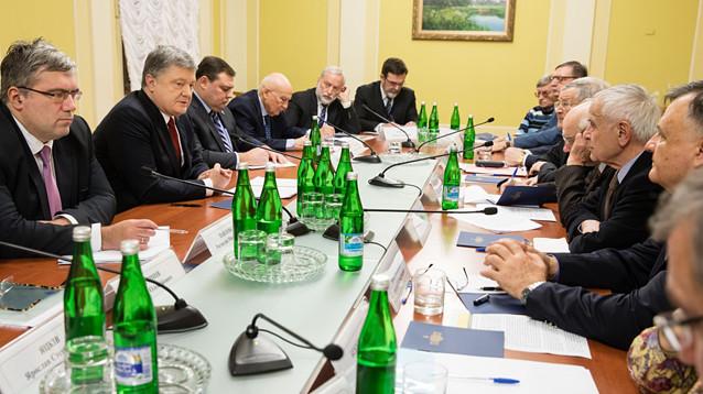 """Порошенко сообщил о """"решительных шагах"""" в Донбассе"""