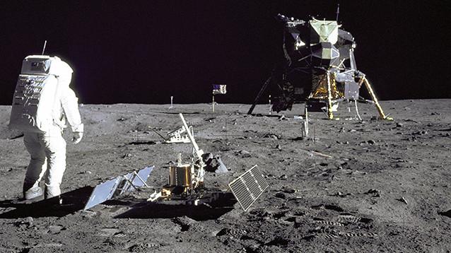 Трамп распорядился возобновить полеты американцев на Луну
