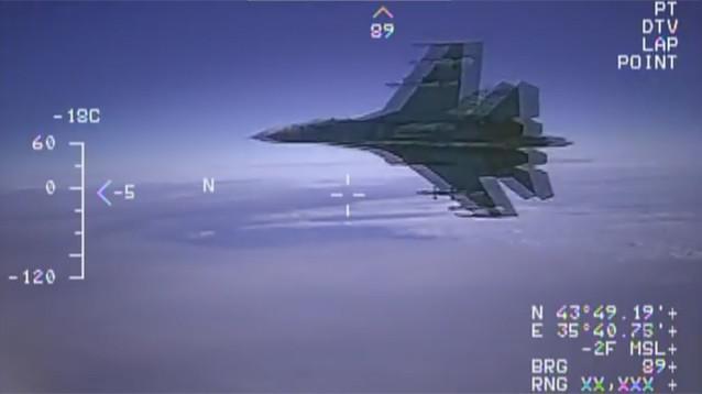 Опубликовано ВИДЕО перехвата американского самолета-разведчика российским Су-27