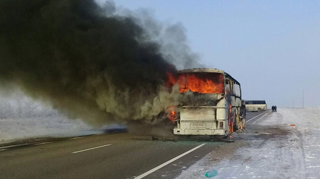 Причиной смерти более полусотни человек при пожаре в автобусе в Казахстане была паяльная лампа
