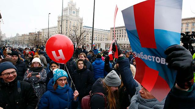 """В Москве и Петербурге  """"забастовку избирателей"""" поддержали тысячи людей"""