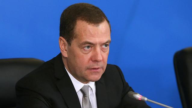 """Медведев поручил разобраться с жалобой на перенос фильма """"Приключения Паддингтона - 2"""""""