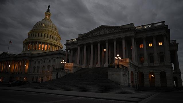 Демократы и республиканцы договорились возобновить работу федерального правительства США