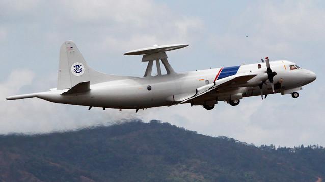 """CNN сообщил о """"небезопасном перехвате"""" самолета ВМС США российским истребителем"""