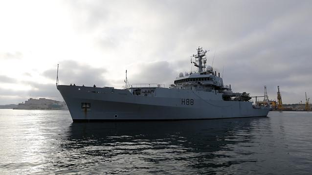 """Минобороны РФ опровергло сообщение о проходе российского корабля """"в метрах"""" от британского"""