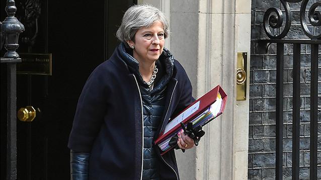 """Bloomberg: Британия планирует убедить союзников выслать  российских дипломатов  из-за """"дела Скрипаля"""""""
