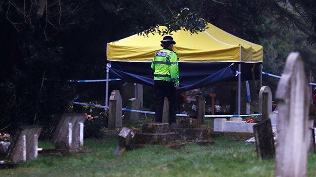 Британская полиция нагрянула на кладбище, где похоронены жена и сын отравленного экс-шпиона ГРУ Сергея Скрипаля