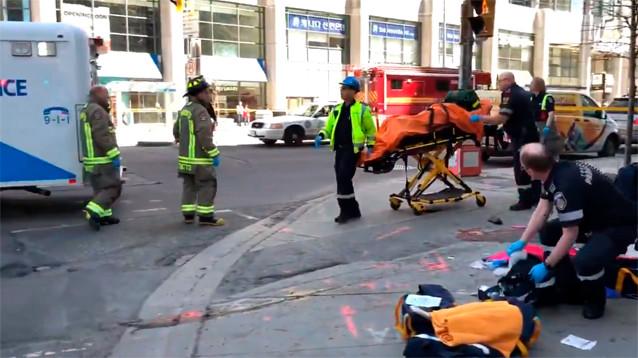 В Торонто микроавтобус наехал на пешеходов: очевидцы рассказали о двух погибших