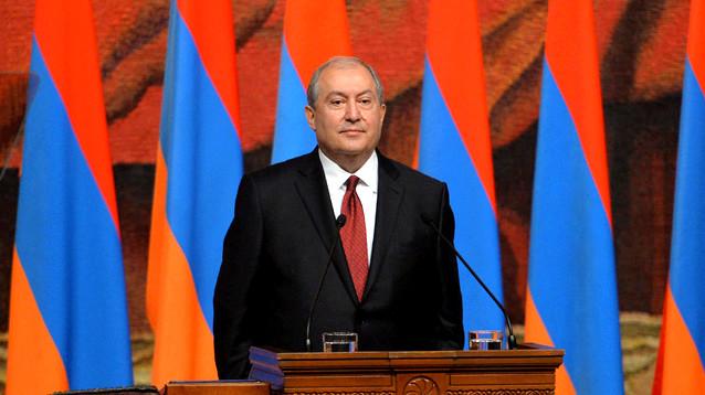Президент Армении заявил, что теперь живет в стране мечты. А лидер оппозиции созвал  новый митинг