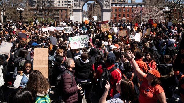 В США прошла  прошла общенациональная акция памяти погибших при стрельбе в школах