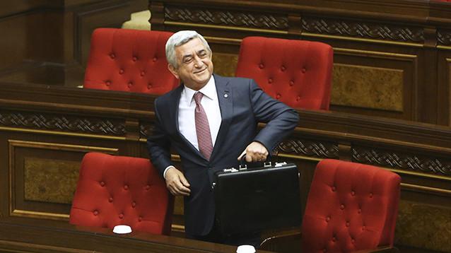 """Оппозиция Армении после отставки премьера планирует  переговоры о """"передаче власти народу"""""""