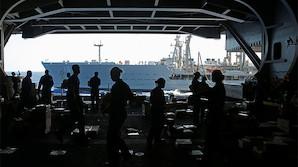 США подумывают оставить свою авианосную группу в Средиземном море из-за России