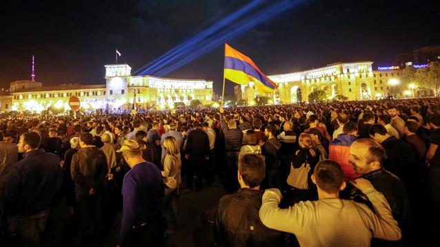 Лидер оппозиции Армении: Москва дала гарантию не вмешиваться в кризис в республике