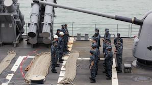 Пентагон пообещал и впредь проводить разозлившие Китай маневры у спорных островов