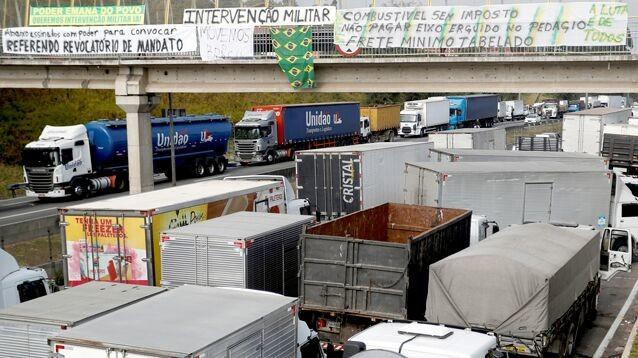 Аэропорты Бразилии отменили десятки рейсов из-за национальной забастовки дальнобойщиков