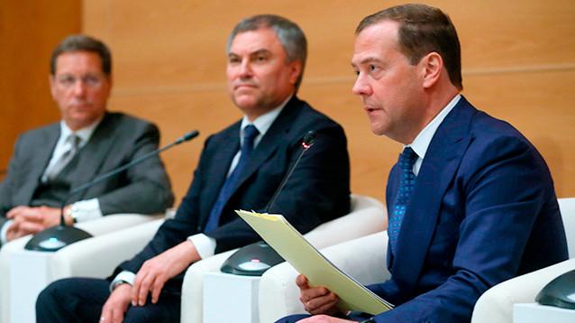 Еще не утвержденный главой кабмина Медведев назвал кандидатов в вице-премьеры