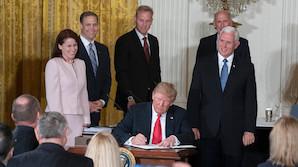 Трамп поручил Пентагону создать новый род войск - военно-космические силы