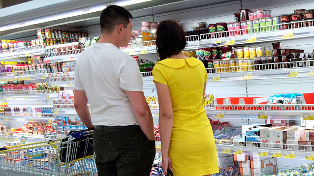 Из-за продэмбарго россияне стали вдвое переплачивать за отечественные продукты