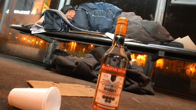 Минздрав РФ: неработающие пенсионеры пьют втрое больше работающих