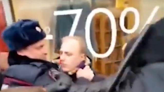 Полковник полиции подал иск к участнику протестов за вред и боль