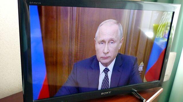 """Соцсети об обращении Путина: """"Вы просрали наши пенсии и просите понять и простить"""""""