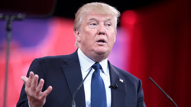 """Трамп призвал уважать """"смельчака"""" Манафорта, пострадавшего от """"правосудия"""""""
