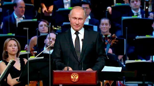 """Путин ловко попиарил украшателей Москвы в """"день тишины"""" перед выборами"""