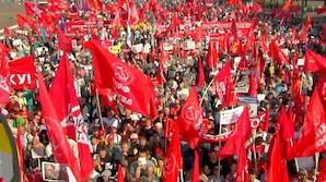 """""""Сегодня с плакатом, завтра с автоматом"""": митинги против пенсионной реформы в Москве и других городах (ФОТО, ВИДЕО)"""