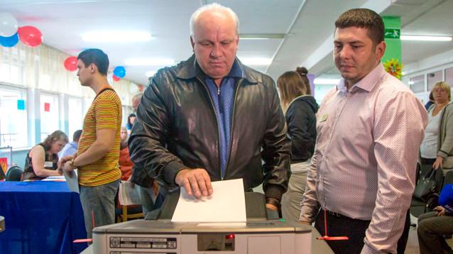 Уступивший в первом туре выборов глава Хакасии Зимин отказался продолжать борьбу