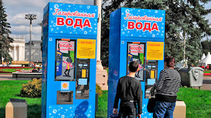 В РФ одновременно растут доля трезвенников и доля считающих алкоголь безвредным