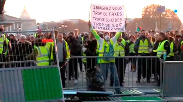 Во время манифестаций во Франции пострадало более 400 человек