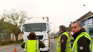 Французские автомобилисты блокируют магистрали в ответ на повышение цен на топливо (ФОТО, ВИДЕО)