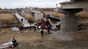 Под Воронежем обрушился мост, прослуживший полвека без ремонта: 6 пострадавших