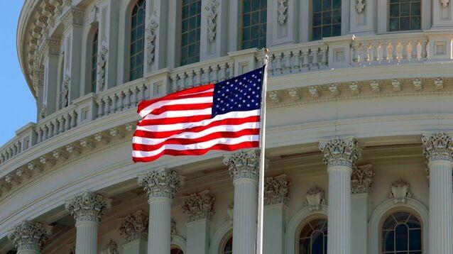 Правительство США приостановило работу в третий раз за год - впервые за 40 лет