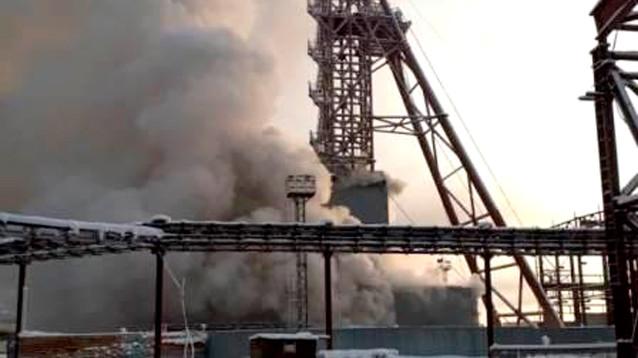 В Соликамске пытаются спасти из горящей шахты девять горняков, у которых кислорода было только на час