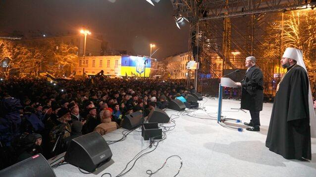 """Порошенко поздравил украинцев с созданием новой церкви - """"без Путина и Кирилла"""", но """"с Богом"""""""