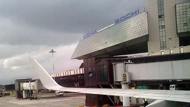 В Сочи экстренно сел самолет, пассажир которого избил стюардессу (ВИДЕО)