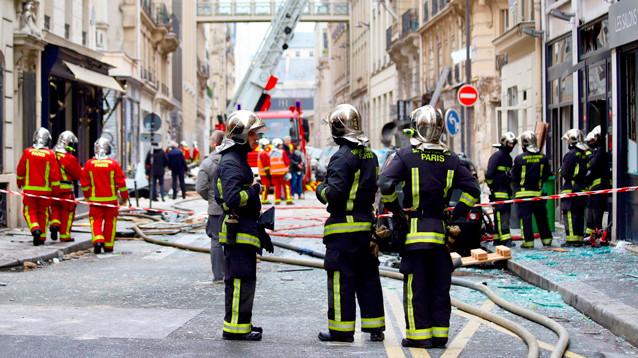 """Мощный взрыв прогремел в парижской булочной (ФОТО, ВИДЕО). Есть погибшие, жители рассказали о """"землетрясении"""""""