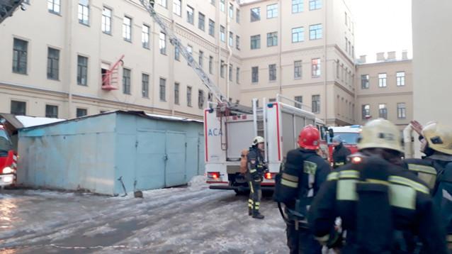 В Петербурге частично обрушился корпус университета ИТМО, студенты оказались отрезаны от выхода  (ФОТО, ВИДЕО)