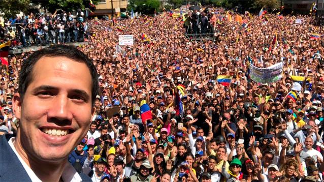 """В Каракасе оппозиция объявила о создании """"армии волонтеров"""" для похода за гумпомощью"""