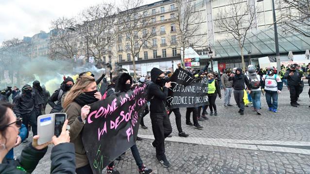 """Во Франции решили запрещать акции """"желтых жилетов"""" в случае участия ультрарадикалов"""