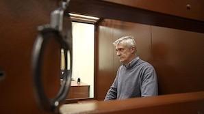 Лишенный общения с родными Калви признался в любви к России и попросил дипломатов приходить реже