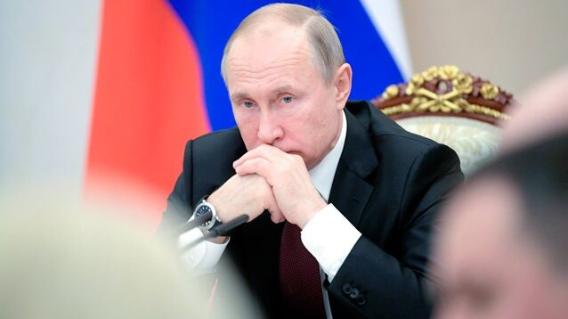 Рейтинг доверия Путину в падении обновил исторический минимум, а Медведеву доверяют  меньше, чем Жириновскому