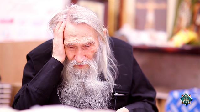 У российских чиновников культ старцев: к ним ездят за здоровьем, спасением и предсказаниями