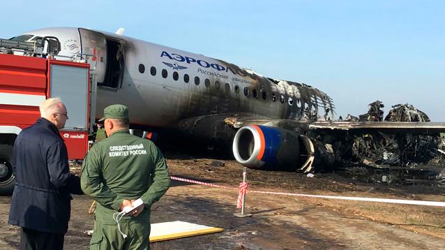 К гибели пассажиров SSJ могли привести работавшие вхолостую двигатели и открытое окно
