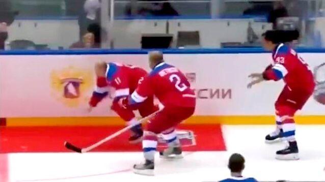 Хоккейный триумф Путина поблек: он не забивал 10 шайб и упал на круге почета (ВИДЕО)