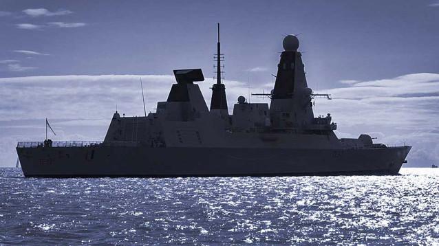 Великобритания направит в Персидский залив миноносец после инцидента с танкером